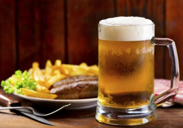 cerveja-e-prato-de-comida-43691